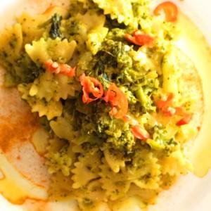 pasta curcuma e broccoletti